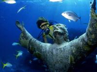 フロリダの海底に沈むキリスト像。