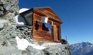 スイスにある地上から約4000mの高さに建っている驚愕の小屋