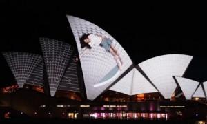 シドニーで行われた音楽と光の壮大なプロジェクションマッピング