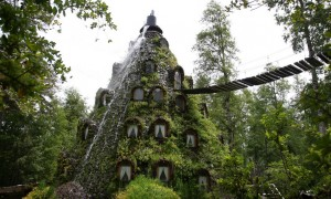 火山の様なチリにある一風変わったホテル『マジックマウンテンロッジ』