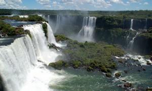 南米アルゼンチンとブラジルにまたがる世界最大の滝『イグアスの滝』