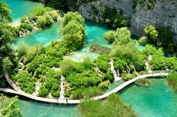 6794175944 f4439cc867 z 580x385 これが本当の美!クロアチアの美しすぎる滝 プリトヴィツェ湖群国立公園 でも地雷が埋まっているかも