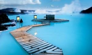 北欧アイスランドにある世界最大の碧い温泉「ブルーラグーン」