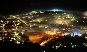 ギリシャのヒオス島で恒例行事になっているロケット花火祭り