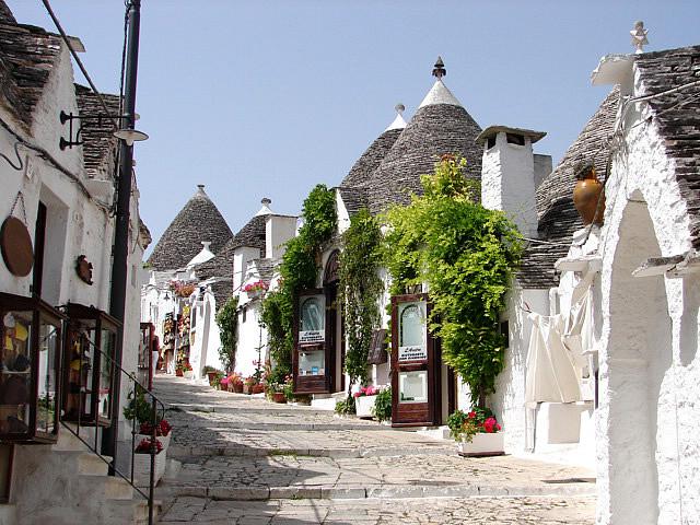 なんだか可愛い世界遺産。イタリアのとんがり屋根の街